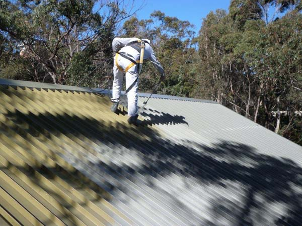 What high quality roof spraying services are offered by Summit Coatings